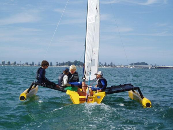 TR: Free access Small trimaran sailboat plans